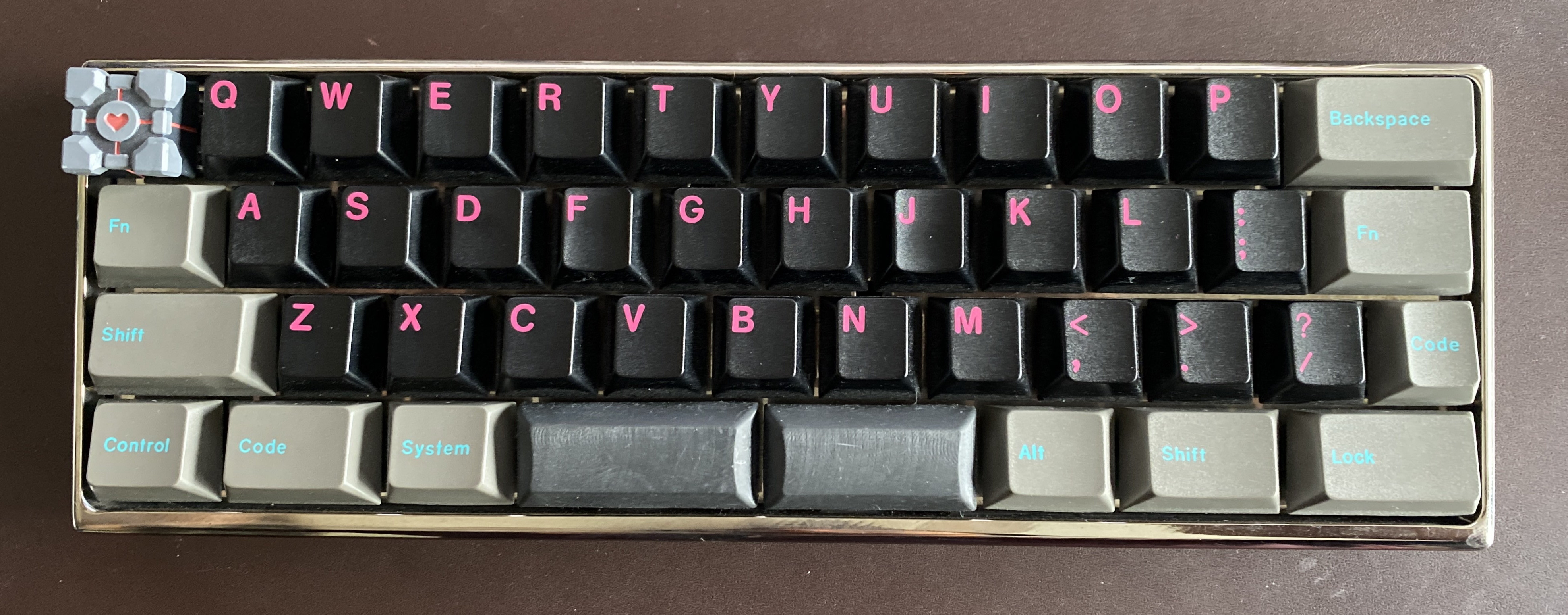 GMK 80s Kid on a MiniVan in a nickel-plated aluminum case