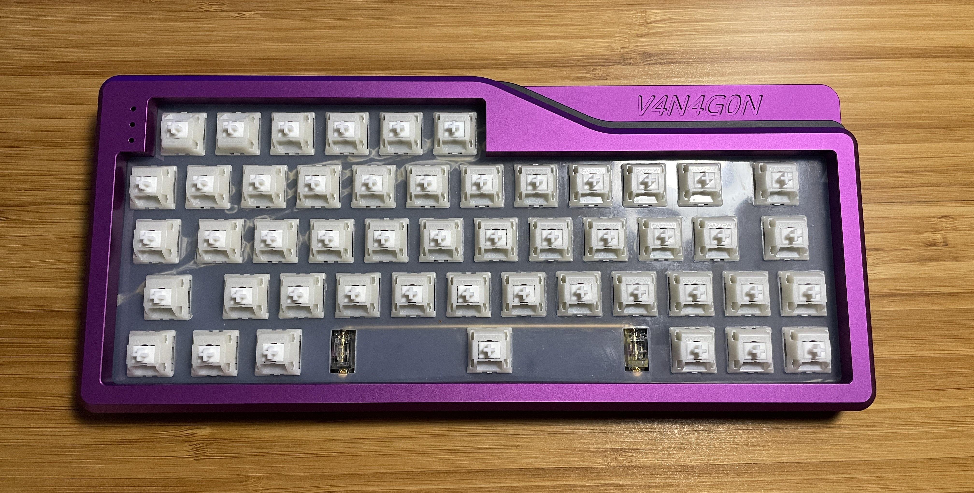 Render of V4N4G0N R2 case in black-violet-black colorway